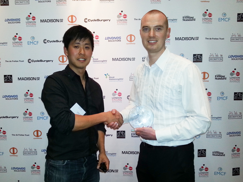 Cyclehoop Managing Director Anthony Lau shaking hands with Jonathan Sharp Marketing Manager at Cycle Surgery